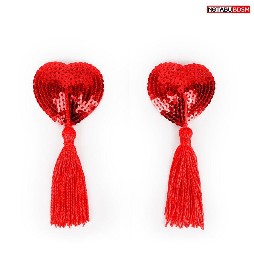 Фото Красные текстильные пестисы в форме сердечек с кисточками