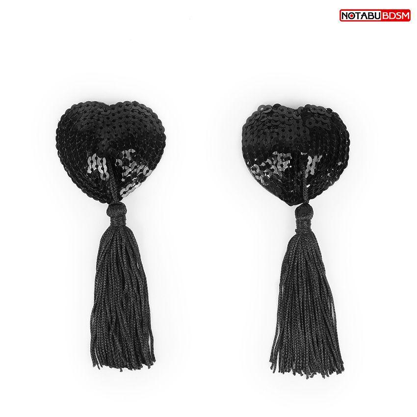 Фото Черные текстильные пестисы в форме сердечек с кисточками