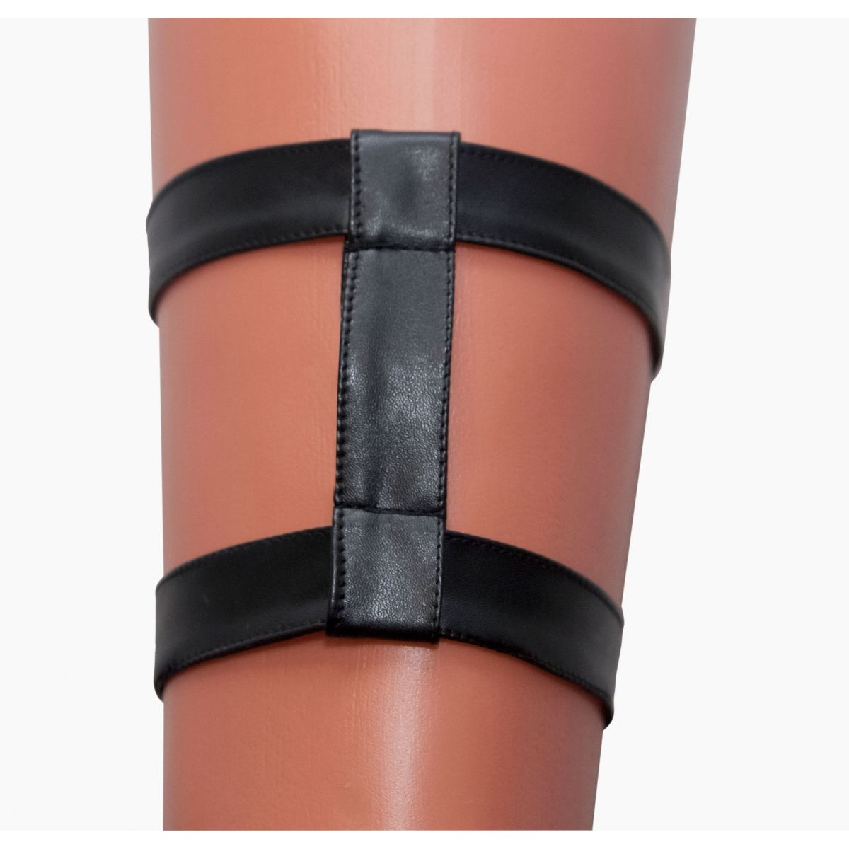 Фото Двойная кожаная подвязка на ногу