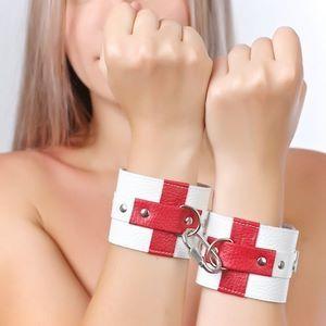 Белые кожаные наручники с красными крестами