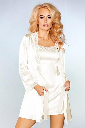 Чарующий ночной комплект Jacqueline: пеньюар, сорочка и трусики-стринги